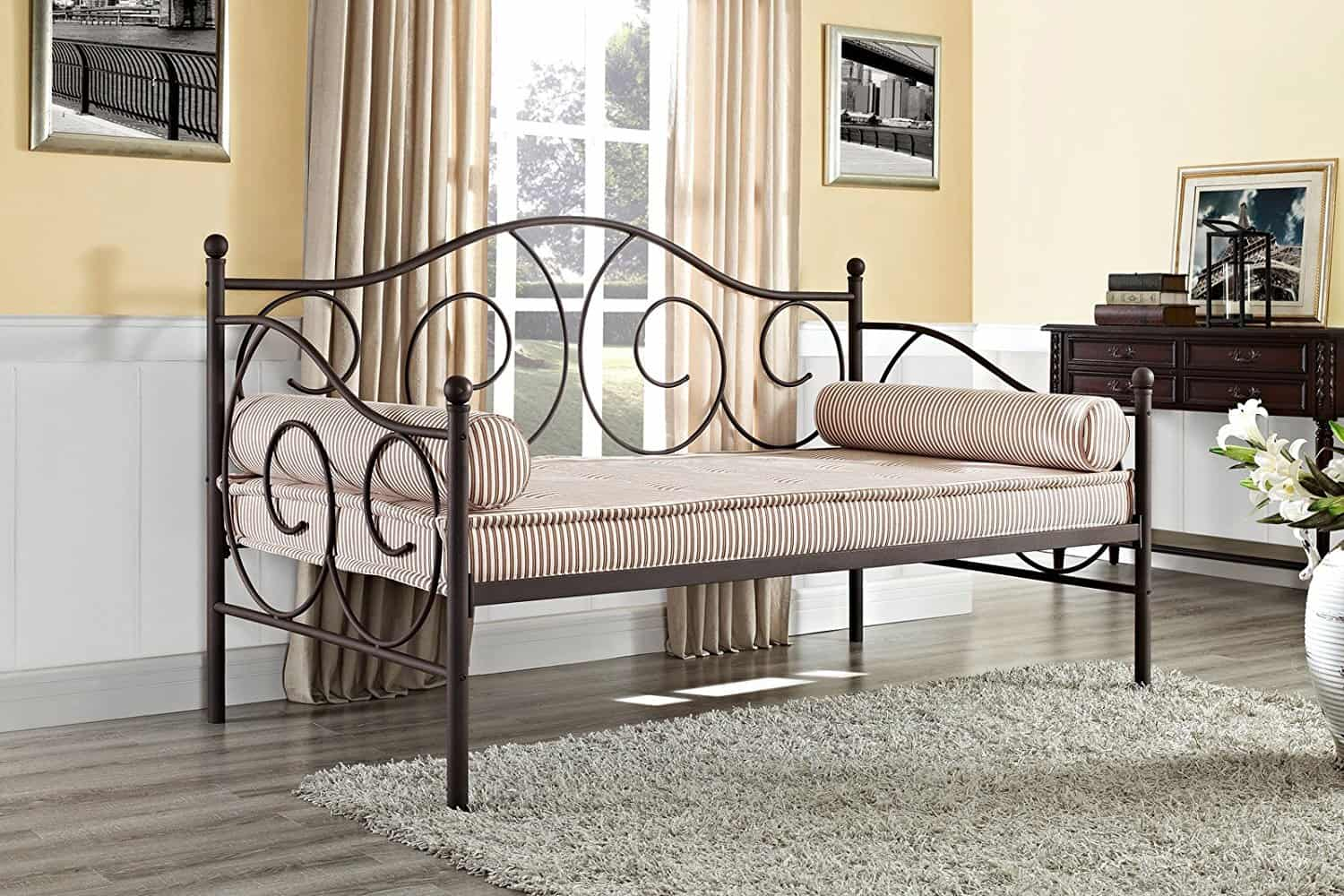 day-bed-for-small-rooms