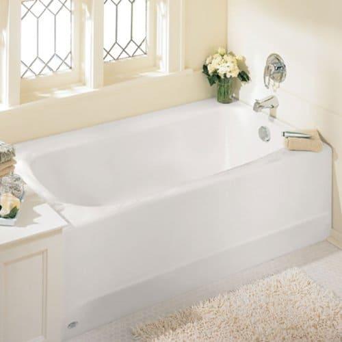 Alcove bathtub for small spaces