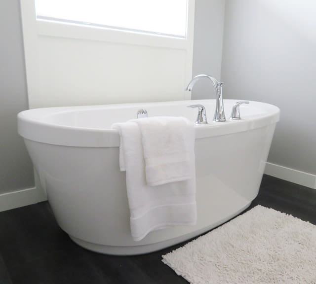 best bathtubs for small spaces