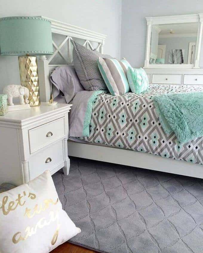Small Bedroom For Girls- Green And White Color